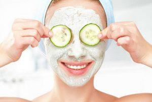 γυναίκα, μάσκα αγγουριού, φροντίδα δέρματος
