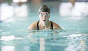κολυμπάω